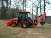 2OO6 Kubota B3O3O 4X4 Tractor w/ Attachments